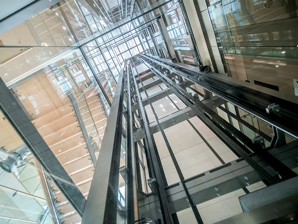 elevadores y ascensores